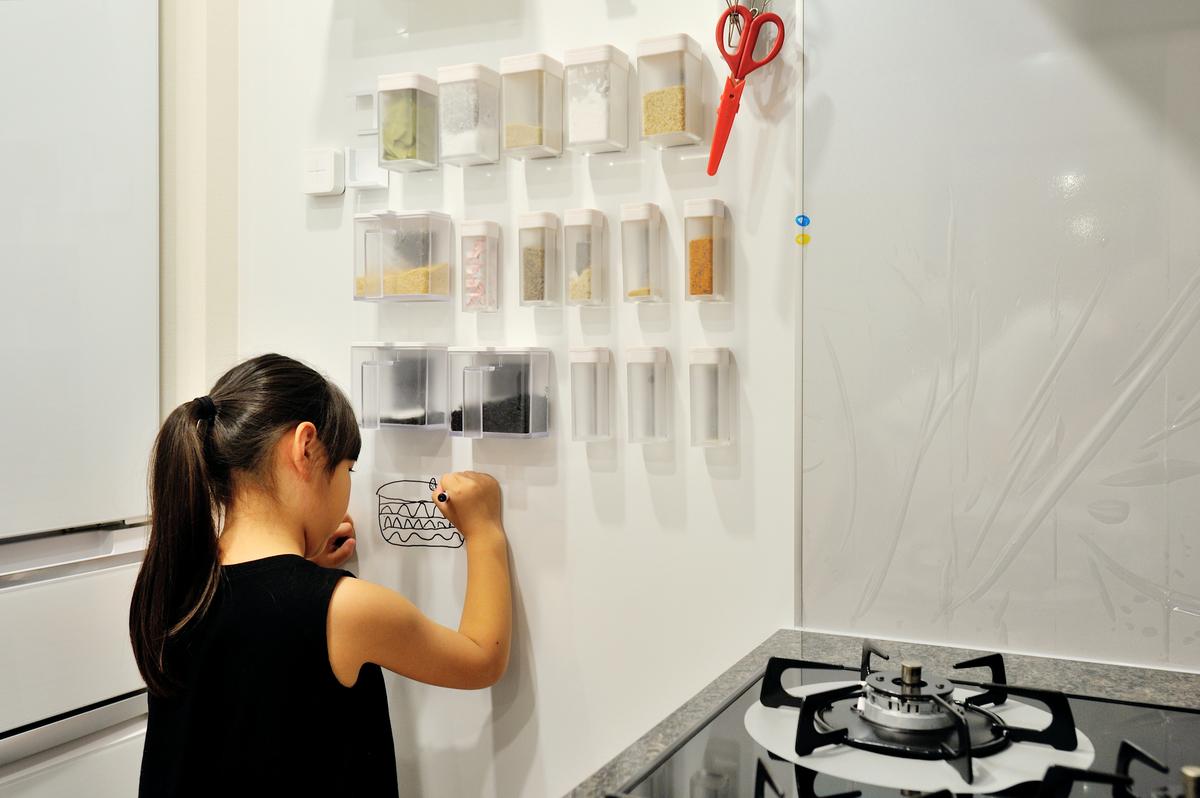 キッチンの壁をホワイトボードにリノベーション